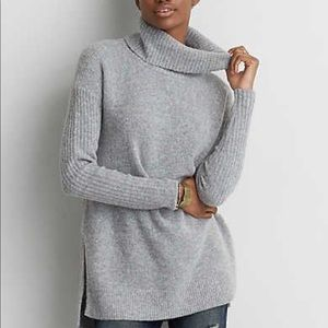 American Eagle Gray Turtleneck Sweater Extra Small